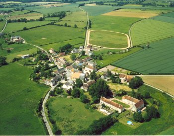 Neuvy au Houlme from above