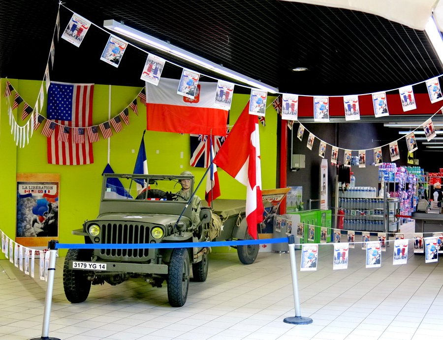 SMALL DDay display falaise carrefour IMG_0228